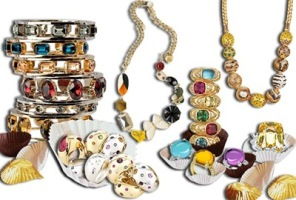 A list of the top ten essential jewelry pieces for every woman