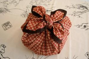 top 10 unusual Christmas gift wrap ideas furoshiki