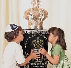 top 10 jewish celebrations for kids simhat torah
