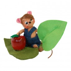 toy mouse on leaf
