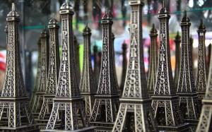 Eiffel tower statues
