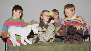 kids with puppets