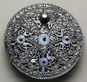 vintage brooch in silver