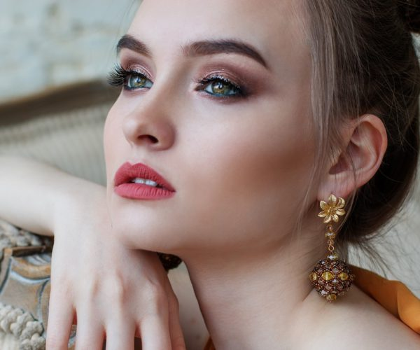 What is a Signature Jewelry Piece: Amazing Style Guide
