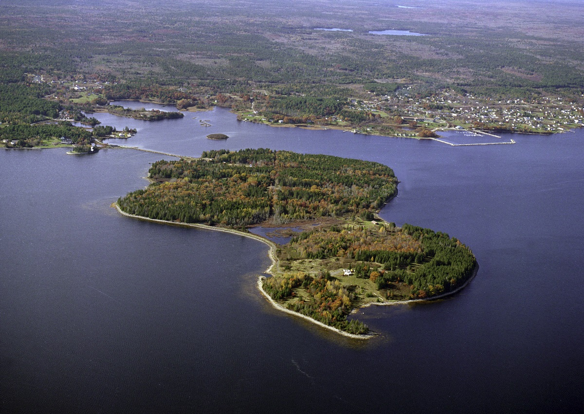 What is the mystery of Oak Island?