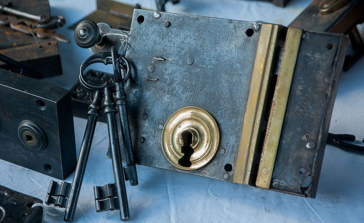 What does a mobile locksmith do?
