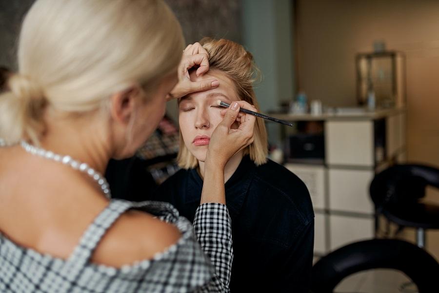 Eye makeup application